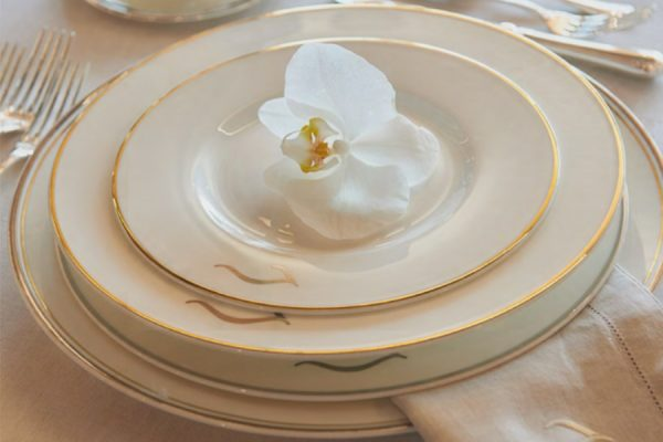 Printed custom logo – porcelain dinnerware