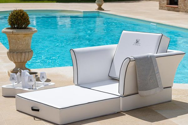 Floating armchair and tray